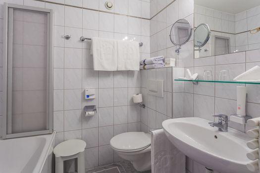 Einige Badezimmer der Doppelzimmer Spieljoch und Hamberg sind mit einer Badewanne ausgestattet.