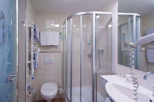 Die Doppelzimmer Hochfeiler sind mit einem schönen Badezimmer ausgestattet.