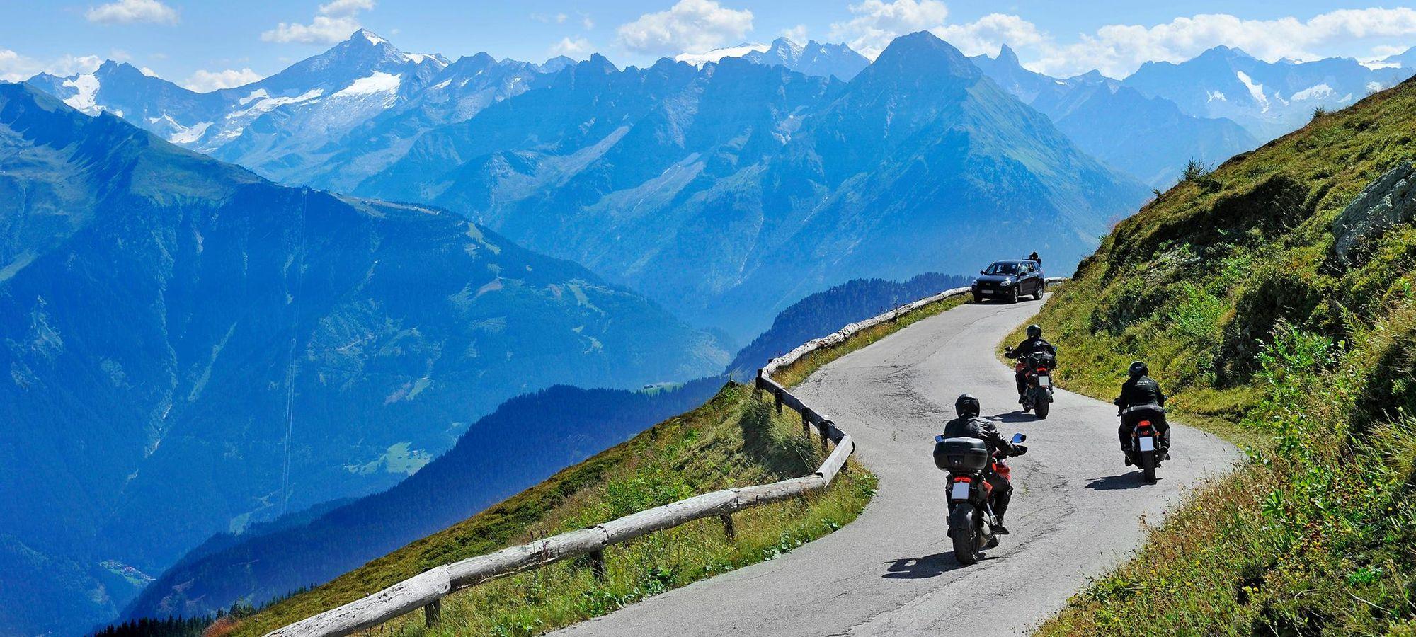 Eine Motorradtour entlang der Zillertaler Höhenstraße ist ein ganz besonderes Erlebnis,