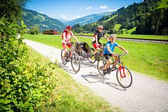 Mit dem Rad lässt sich das Zillertal am besten auf dem Zillertaler Radweg erkunden.