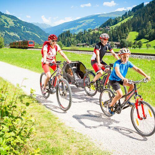 Gemütliche Fahrradtour entlang des Zillertaler Radweges