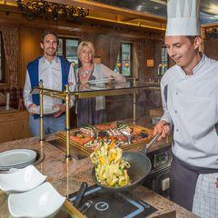 Im Hotel Pachmair werden wöchentlich Themenbuffets mit Showküche angeboten.