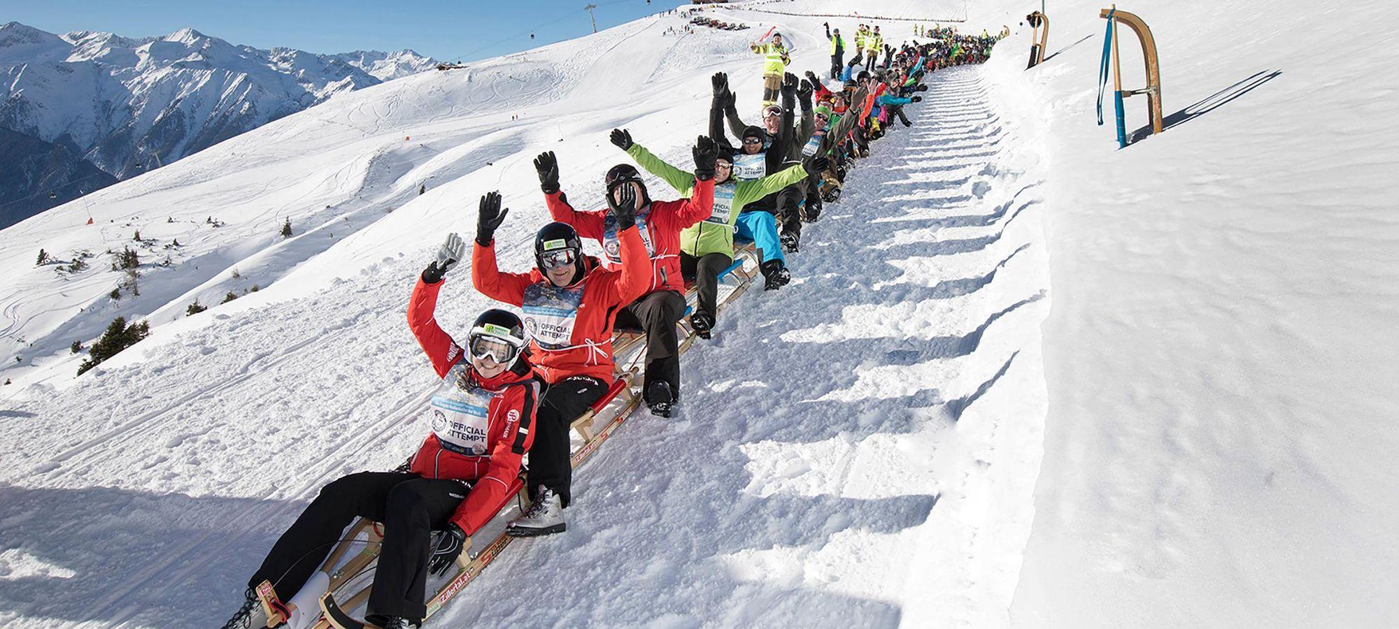 Die längste Rodlerkette der Welt, angeführt von unserer Doppelweltmeisterin Lea Geiger.